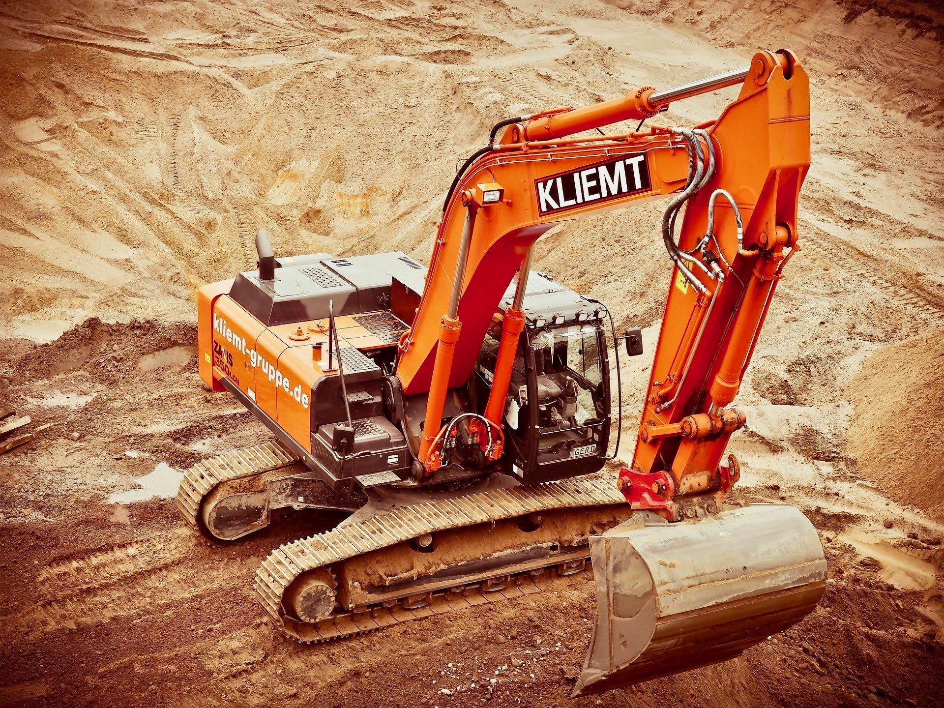 地面を掘るブルドーザー